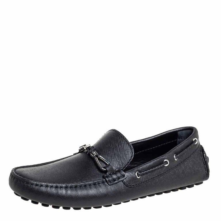 Perfect for outlining suave and debonair looks, these slip-on moccasins from Louis Vuitton are definitely worth buying. They come crafted from leather in a classy black shade and styled with silver-tone loop accents on the vamps. They are equipped
