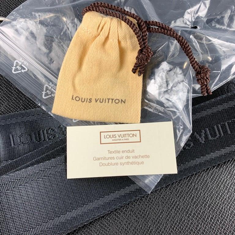 LOUIS VUITTON Black Leather Taiga Porte Documents Briefcase For Sale 4