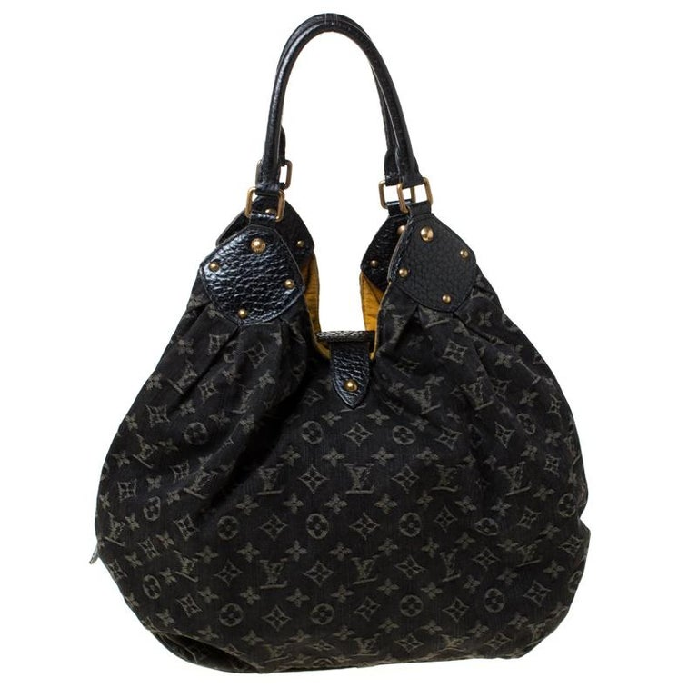 Capacious and very stylish, let this great Mahina hobo bag by Louis Vuitton be your partner for all of your outings. Crafted from Louis Vuitton's monogrammed black denim, it is beautifully accented with black leather and gold-tone hardware. The