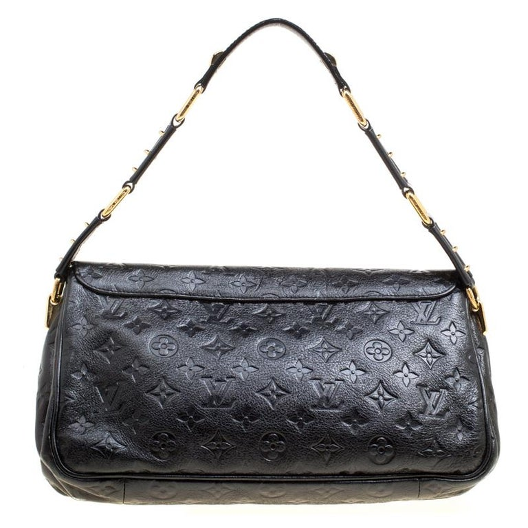Flaunt this Louis Vuitton shoulder bag like a fashionista! Crafted from the monogram Empreinte leather, this bag was made in Italy and belongs the label's Automne Hiver Collection 2009-10. It has a small yet stylish silhouette that goes well with