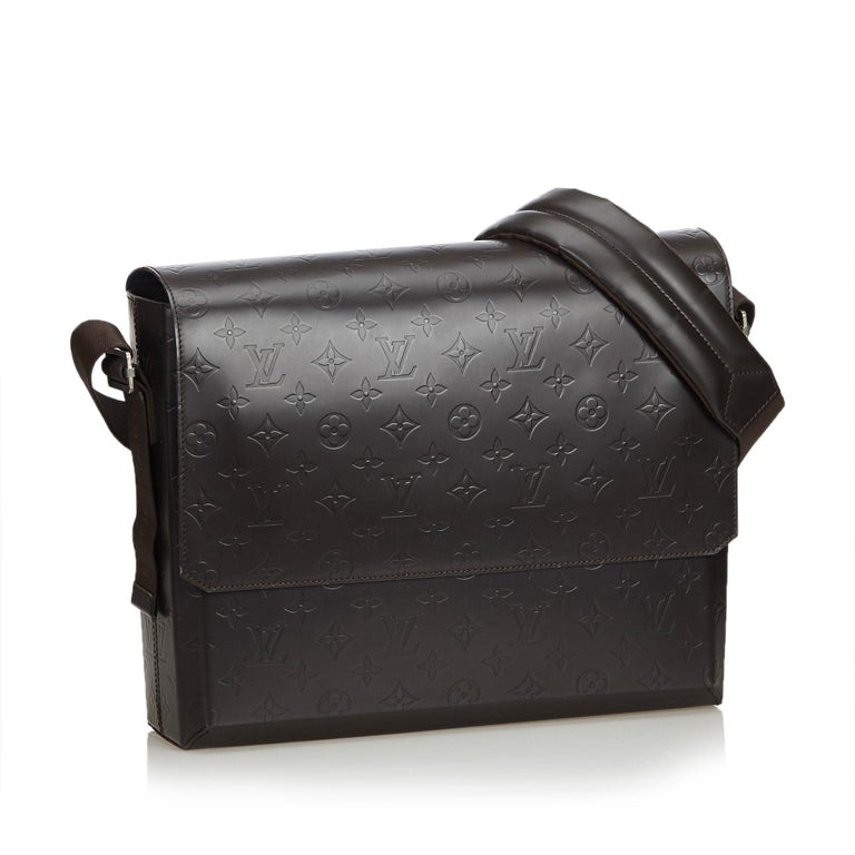 The Fonzie features a monogram glace leather body, a back exterior slip pocket, a flat leather strap, a front flap, an open top, and interior slip pockets. It carries as B+ condition rating.  Inclusions:  Dust Bag   Louis Vuitton pieces do not come