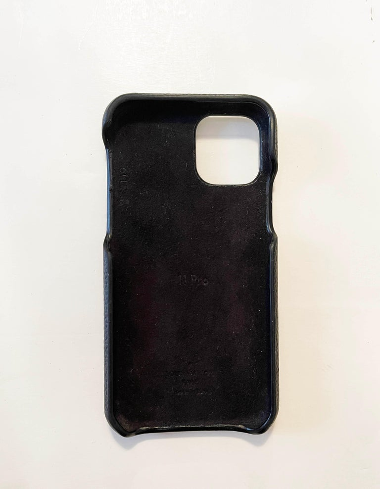 Louis Vuitton Black/ Monogram iPhone 11 Pro Bumper Case  Made In: Italy Year of Production: 2019 Color: Black and brown Materials: Leather and coated canvas Lining: Black microfiber Exterior Pockets: Back patch pocket Overall Condition: Very