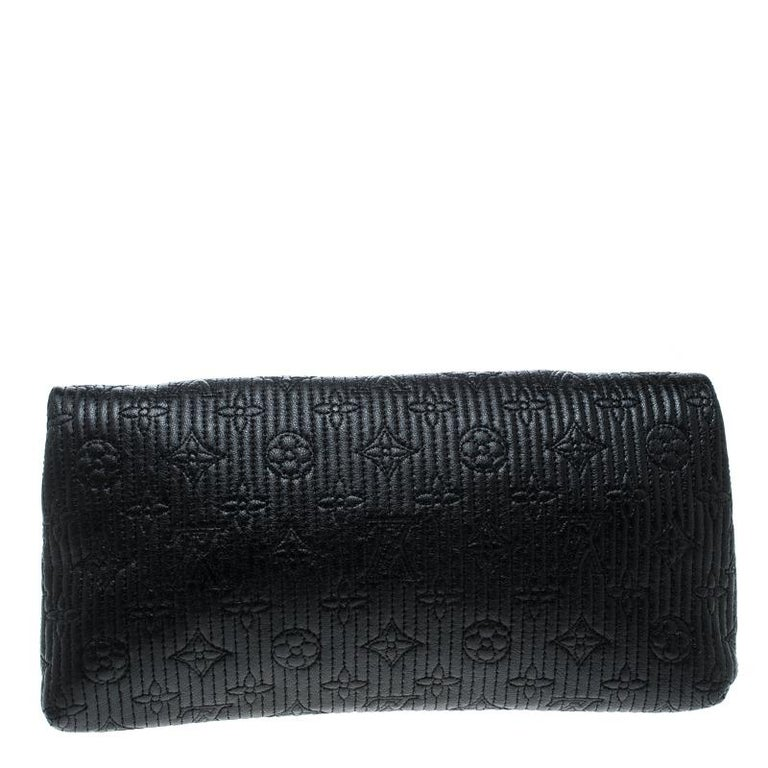 This Altair clutch by Louis Vuitton is utterly desirable! The limited edition bag is overflowing with style and has a black monogram leather exterior. The twist lock closure opens to a well sized interior and this chic creation will lift all your