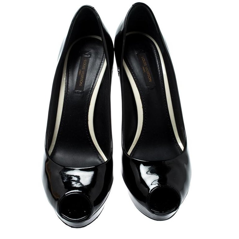 Louis Vuitton Black Patent Leather Eyeline Peep Toe Platform Pumps Size 37.5 In Good Condition For Sale In Dubai, Al Qouz 2
