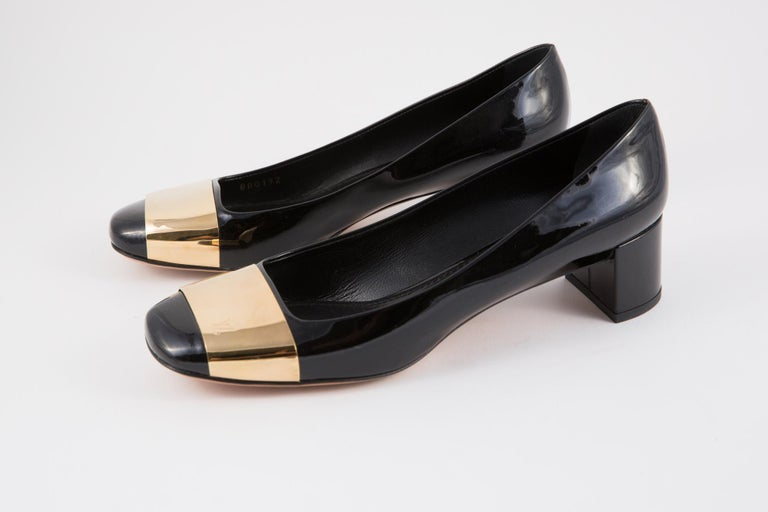 Louis Vuitton black patent leather logo plaque pumps shoes featuring gold-tone hardware, a low block heel (1.5in. (4cm)).   In Excellent vintage condition. Delivered in our Dressing Factory Dust Bag. Shoes Size: 39fr/ 7.5 US/ 6UK We guarantee you