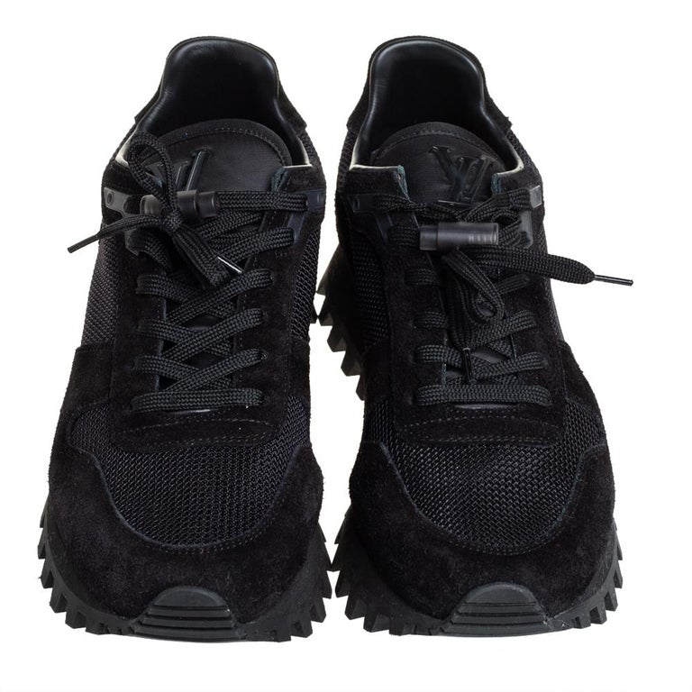 Louis Vuitton Black Suede And Mesh Runner Sneakers Size 41 In New Condition For Sale In Dubai, Al Qouz 2