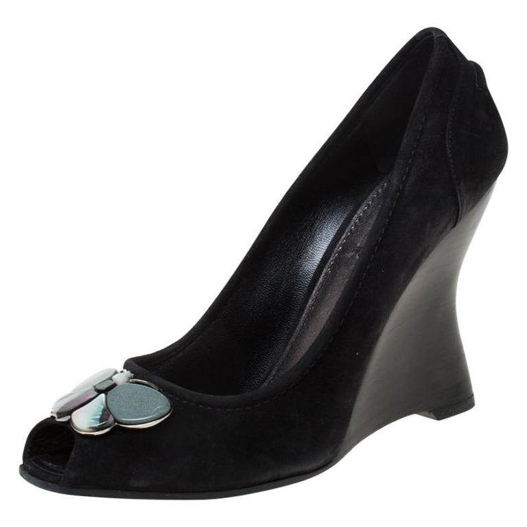Louis Vuitton Black Suede Butterfly Peep Toe Wedge Pumps Size 38.5 For Sale