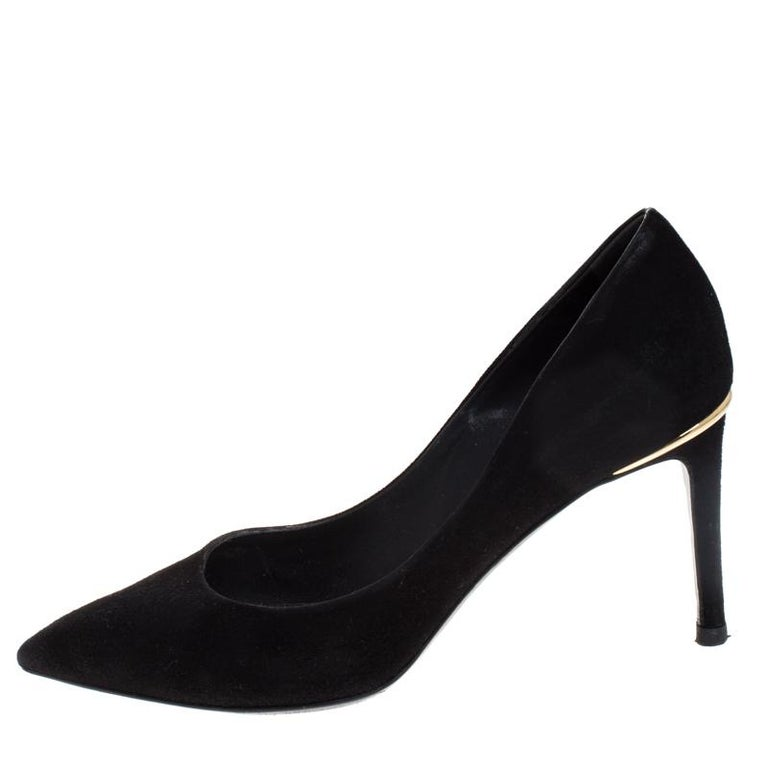 Add a contemporary touch to your look when you pair your outfit with these Louis Vuitton pumps. Coordinate your outfit with these suede pumps and have all eyes on you. This black pair feature pointed toes and gold-tone metal detailing with the 8.5