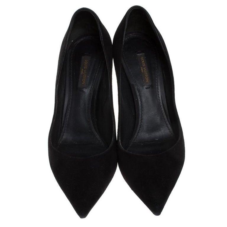 Louis Vuitton Black Suede Eyeline Pointed Toe Pumps Size 37.5 In Good Condition For Sale In Dubai, Al Qouz 2