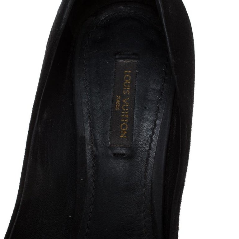 Louis Vuitton Black Suede Eyeline Pointed Toe Pumps Size 37.5 For Sale 2