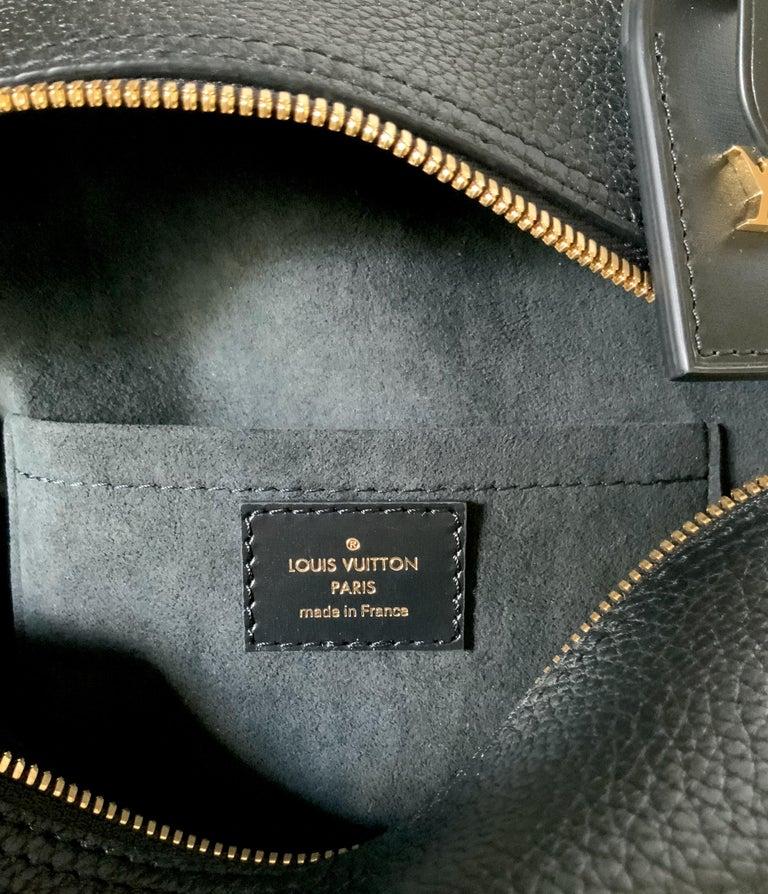 Louis Vuitton Black Taurillon Neo Square Bag  For Sale 9