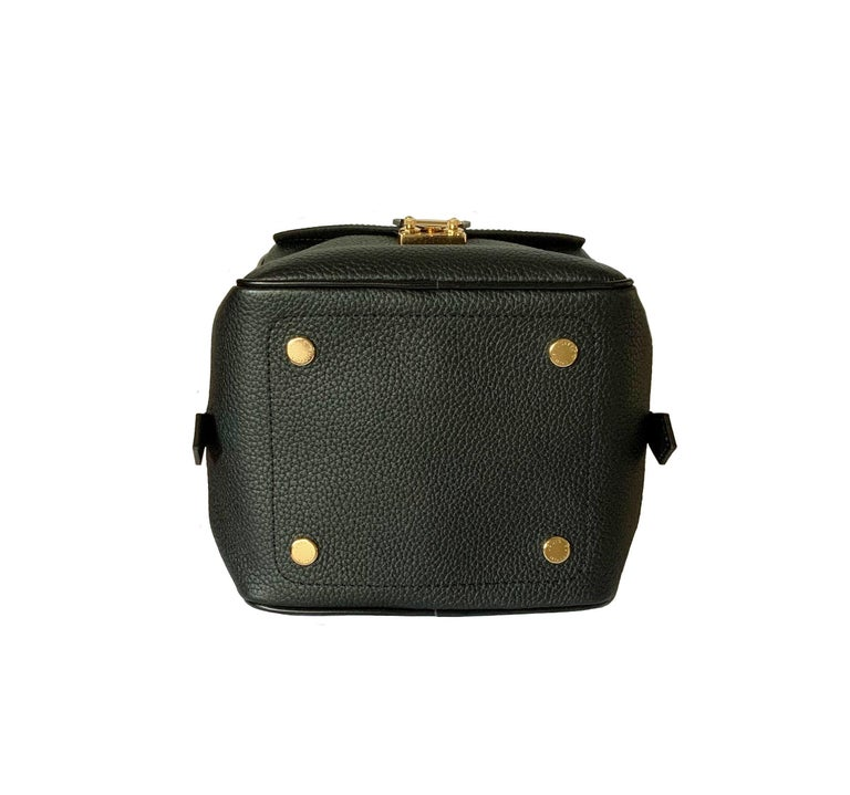 Louis Vuitton Black Taurillon Neo Square Bag  For Sale 1