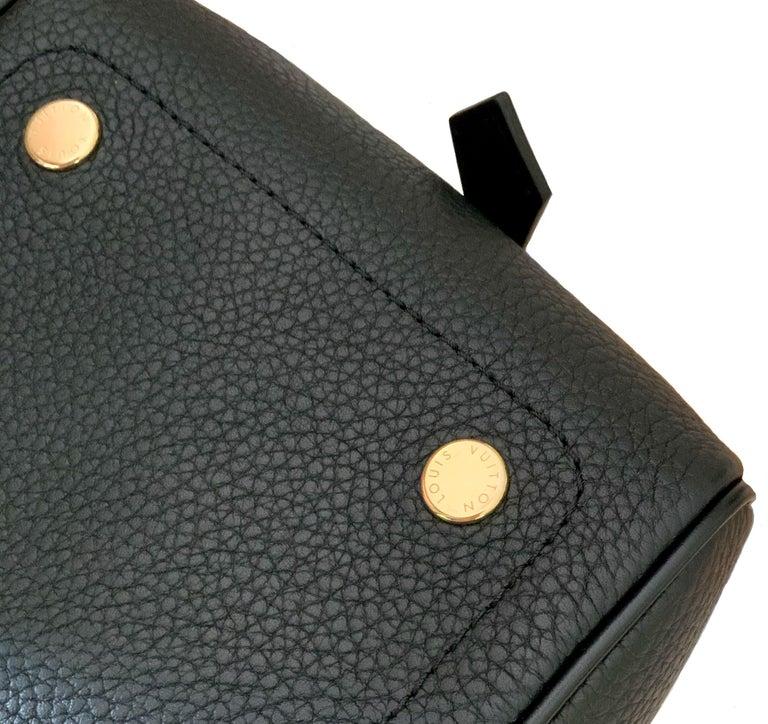 Louis Vuitton Black Taurillon Neo Square Bag  For Sale 2
