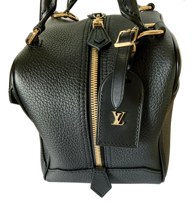 Louis Vuitton Black Taurillon Neo Square Bag  For Sale 3