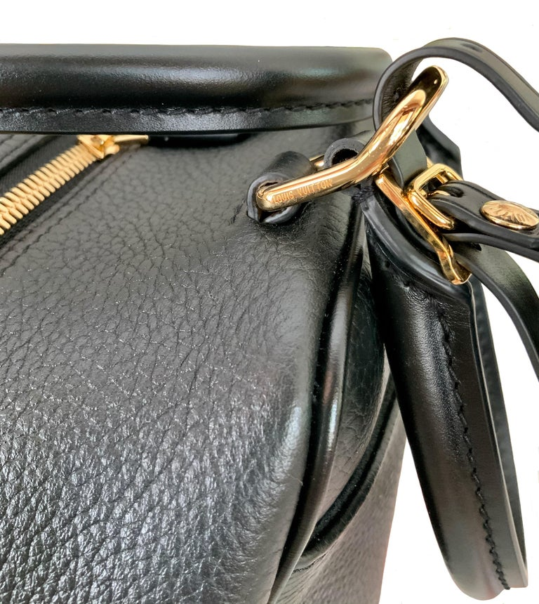 Louis Vuitton Black Taurillon Neo Square Bag  For Sale 5
