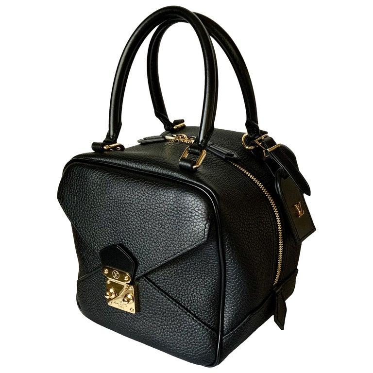 Louis Vuitton Black Taurillon Neo Square Bag  For Sale