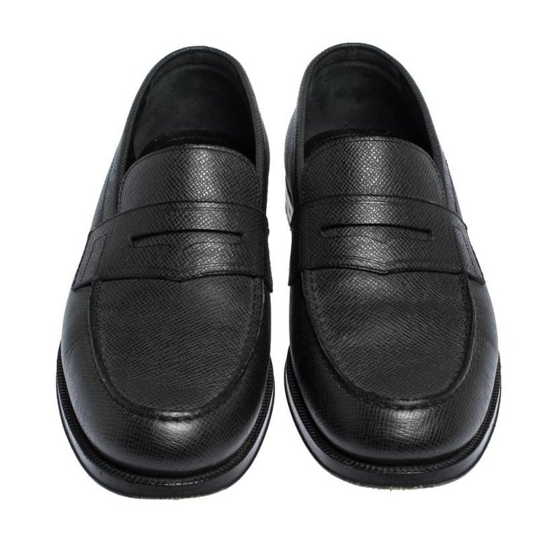 Louis Vuitton Black Textured Leather Penny Loafers Size 40 In Good Condition For Sale In Dubai, Al Qouz 2