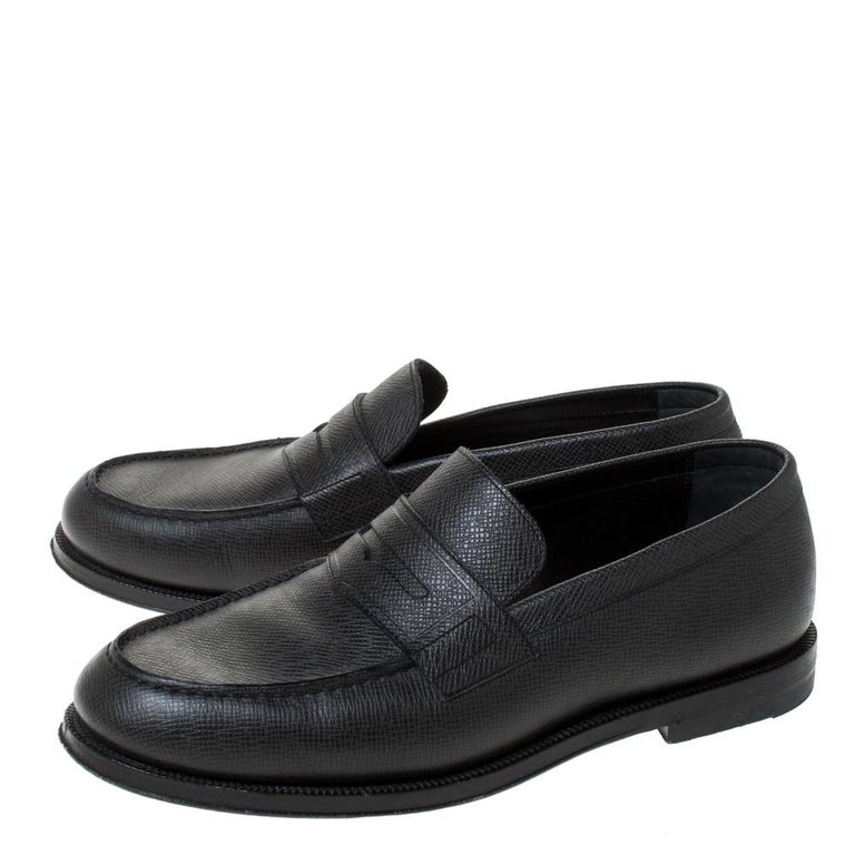 Men's Louis Vuitton Black Textured Leather Penny Loafers Size 40 For Sale