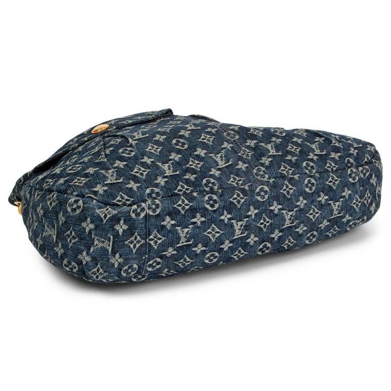 LOUIS VUITTON blue MONOGRAM DENIM DAILY GM Hobo Shoulder Bag In Excellent Condition For Sale In Zürich, CH