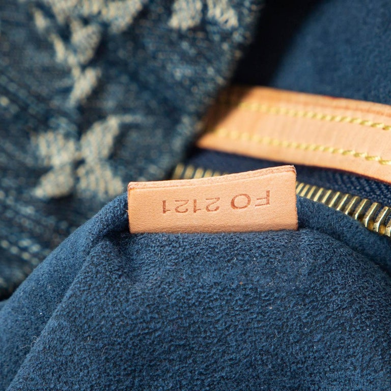 LOUIS VUITTON blue MONOGRAM DENIM DAILY GM Hobo Shoulder Bag For Sale 2