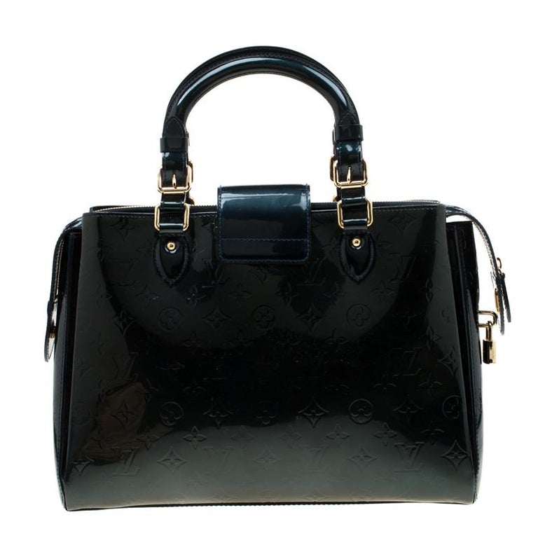 Looking for a practical bag with just the right coat of luxury? Your quest ends here with this Melrose Avenue from Louis Vuitton. Wonderfully crafted from Monogram Vernis leather, the bag brings a lovely shade, two top handles and a spacious fabric