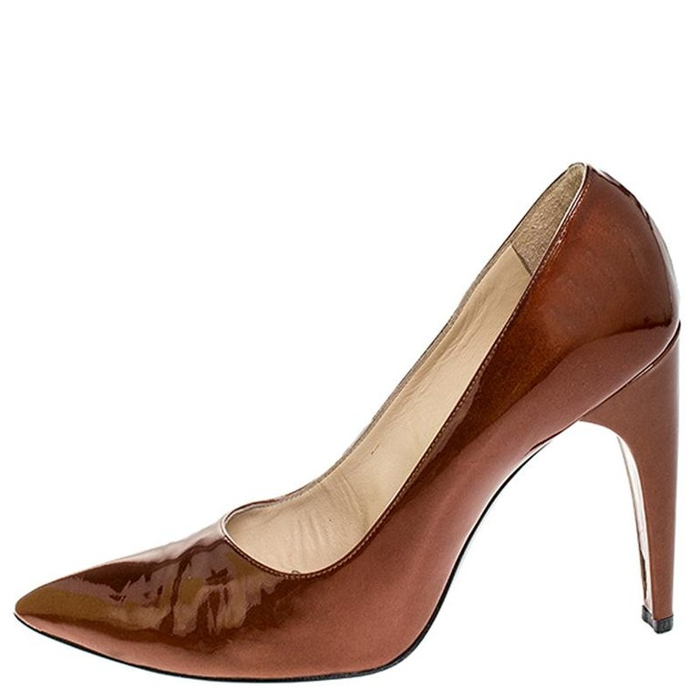 You can never go wrong with these pumps by Louis Vuitton. These effortless pumps have been crafted from patent leather and come in a stunning shade of bronze. Designed to deliver style and class, they feature pointed toes and 11.5 cm heels. They are