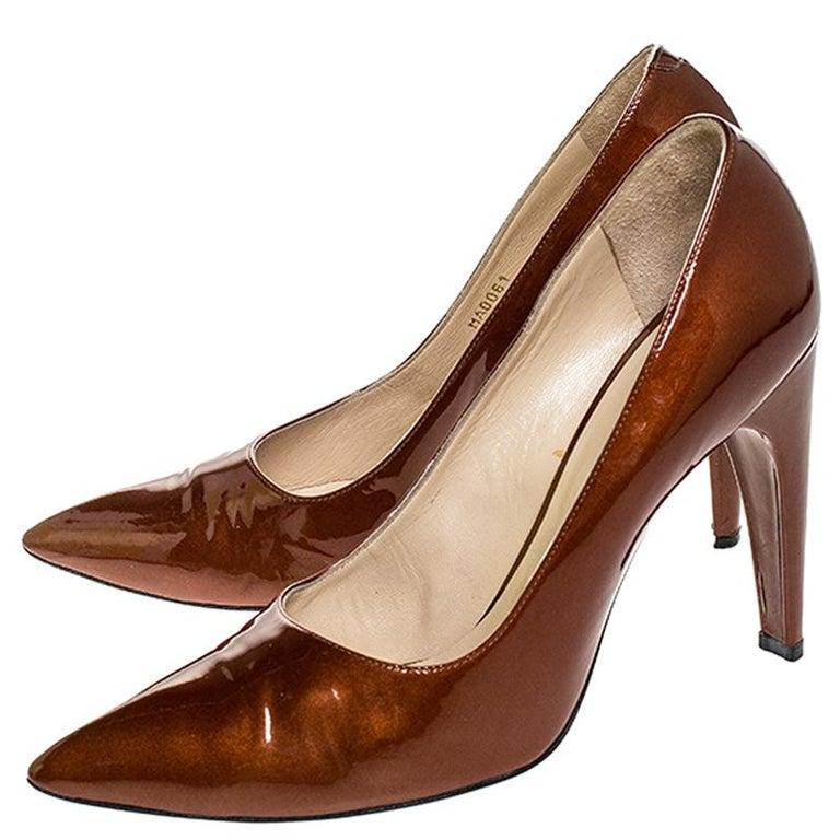 Louis vuitton Bronze Patent Leather Pointed Toe Pumps Size 40.5 In Good Condition For Sale In Dubai, Al Qouz 2