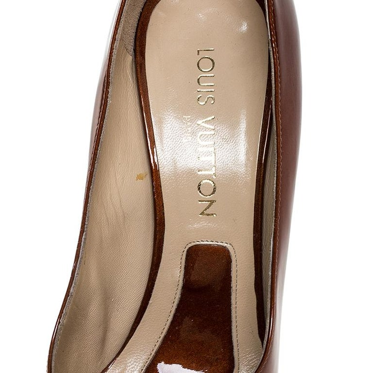 Louis vuitton Bronze Patent Leather Pointed Toe Pumps Size 40.5 For Sale 2
