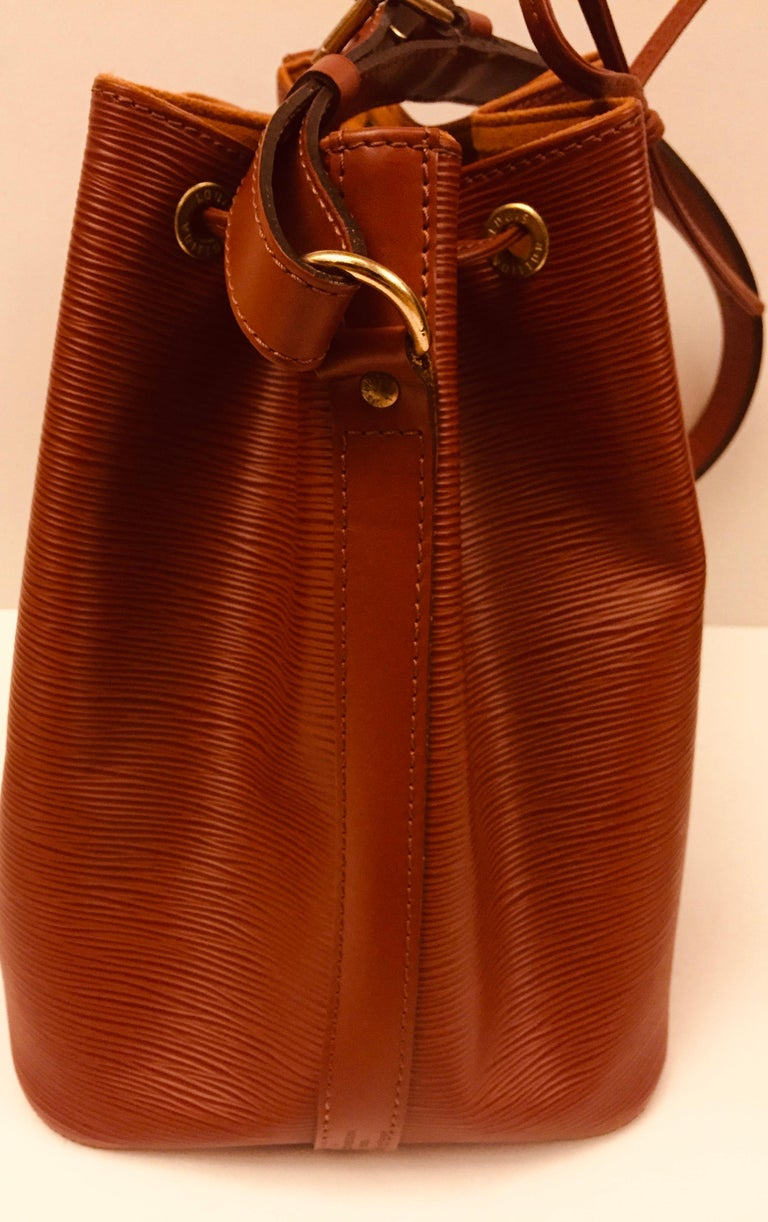 Louis Vuitton Brown Epi Bucket Drawstring Bag  In Excellent Condition For Sale In Sheung Wan, HK