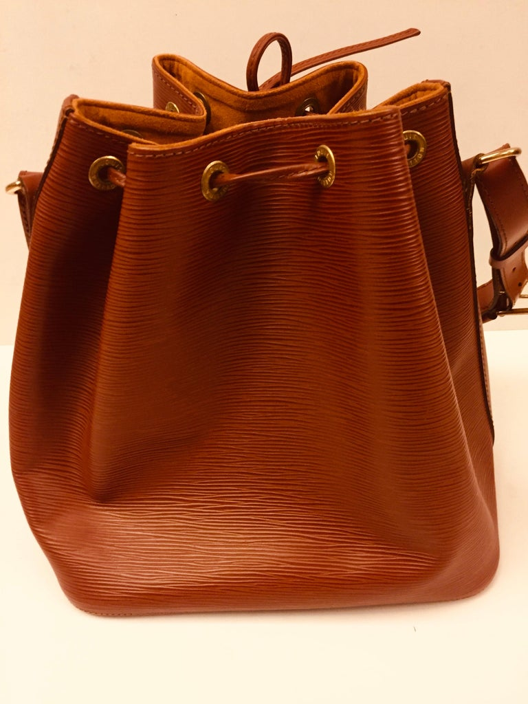 Women's or Men's Louis Vuitton Brown Epi Bucket Drawstring Bag  For Sale