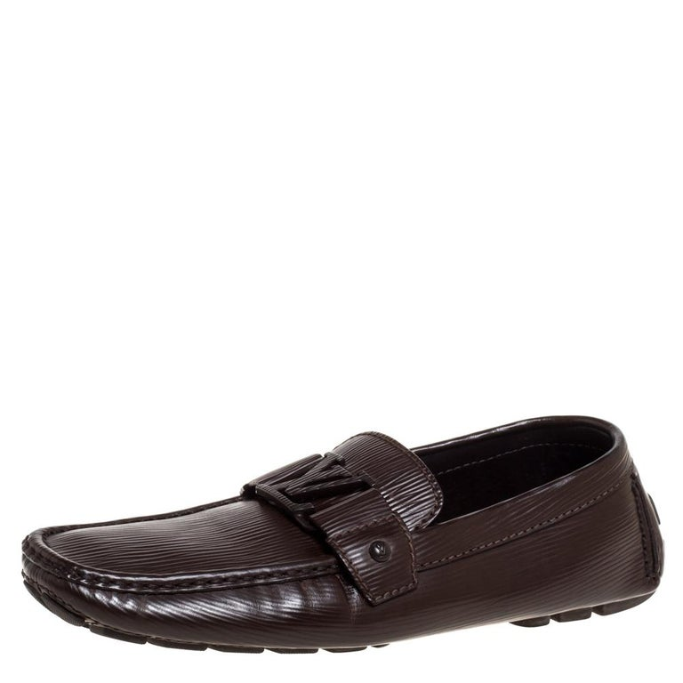 Look sharp and neat with this pair of Monte Carlo loafers from Louis Vuitton. They have been crafted from brown leather and designed with the art of fine stitching and the signature LV on the uppers. The pair is complete with comfortable insoles and