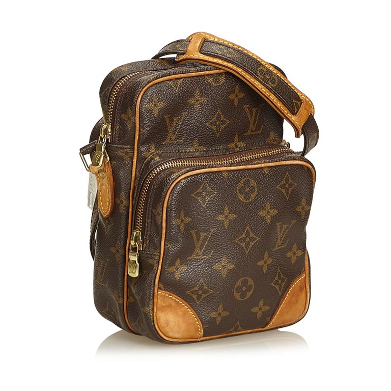 The Amazone features a monogram canvas body, an adjustable shoulder strap, top zip closure, and an exterior zip pocket. It carries as B condition rating.  Inclusions:  This item does not come with inclusions.   Louis Vuitton pieces do not come with