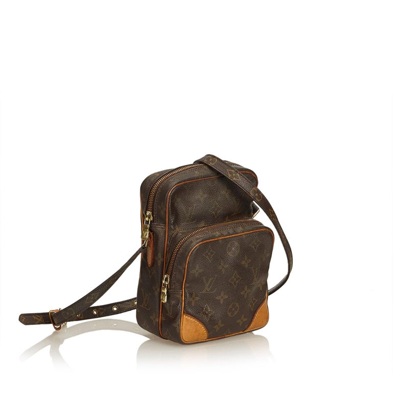 The Amazone features a monogram canvas body, an adjustable shoulder strap, top zip closure, and an exterior zip pocket. It carries as B condition rating.  Inclusions:  Dust Bag   Louis Vuitton pieces do not come with an authenticity card�please