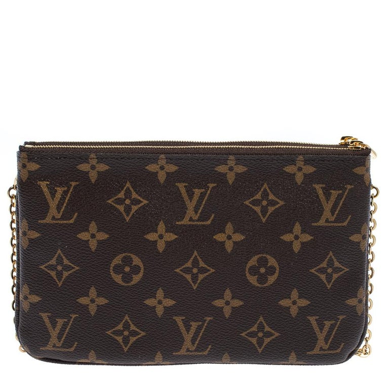 The exclusive Christmas Edition pochette from the house of Louis Vuitton is a stylish way to carry your basics. The pochette is crafted from the signature monogram canvas body and decorated with a pretty design on the front. The twin zipper