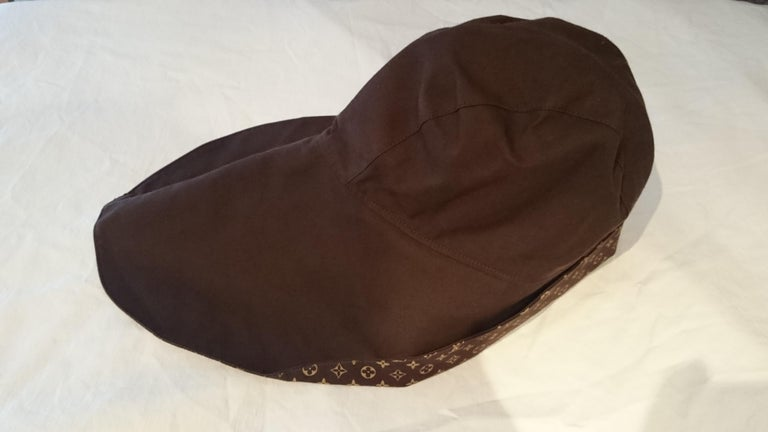 Louis VUITTON brown monogram collection hat - Unworn, New with tags. .. Marked SIZE: S Measurements cm: head circumference 52  (20,47 inch), lenght 47  (18,50 inch). Measurements provided as a courtesy only, not a guarantee of fit.  By