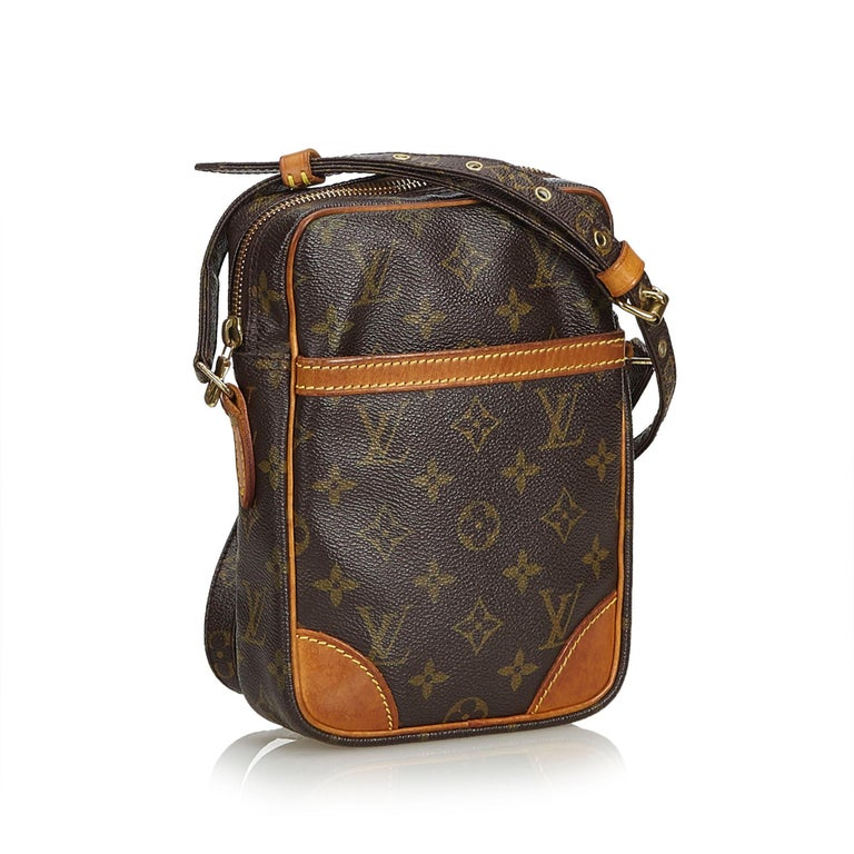 The Danube features a monogram canvas body, an adjustable shoulder strap with leather details, a top zip closure, and an exterior front slip pocket. It carries as B condition rating.  Inclusions:  This item does not come with inclusions.   Louis