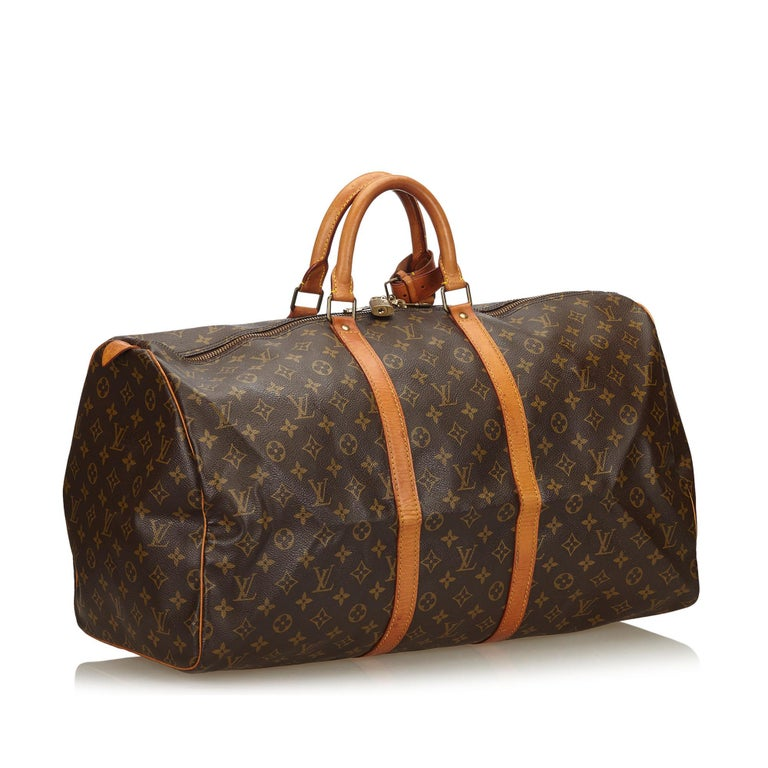 The Keepall 55 features a monogram canvas body, rolled leather handles, a detachable shoulder strap, and a top zip closure. It carries as B condition rating.  Inclusions:  Padlock   Louis Vuitton pieces do not come with an authenticity card�please