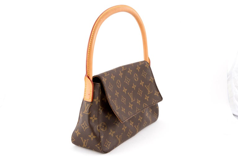 Louis Vuitton brown Monogram Looping handbag featuring a brown monogram canvas, camel leather rounded top handle (19.7in (50cm), a foldover top with a snap closure, an inside zipped pocket. In excellent vintage condition. Made in France.  Length