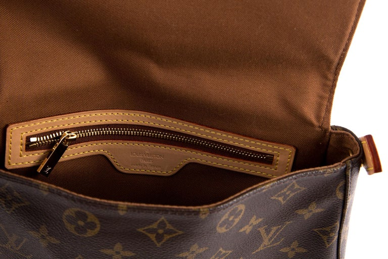 Louis Vuitton Brown Monogram Looping Handbag In Excellent Condition In Paris, FR