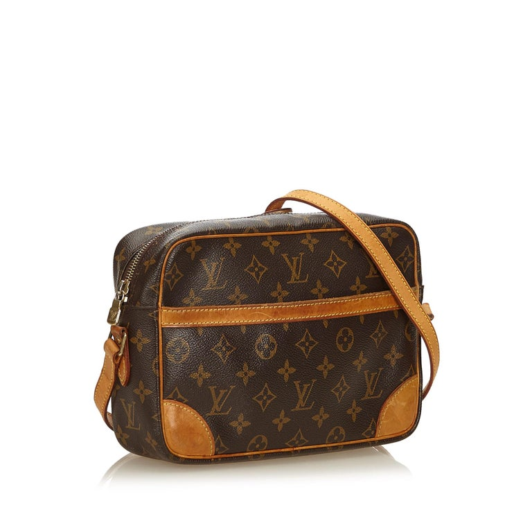 The Trocadero 27 features a monogram canvas body with a leather trim, a flat shoulder strap, a top zip closure, an exterior slip pocket, and an interior zip pocket. It carries as B condition rating.  Inclusions:  This item does not come with
