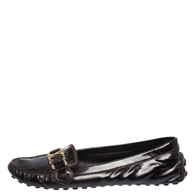 These ballet flats from Louis Vuitton are simple and oh, so cute! They have a patent leather exterior with the signature LV perched on the uppers. The flats are complete with round toes and rubber pebbling on the outsoles.  Includes: Original Dustbag