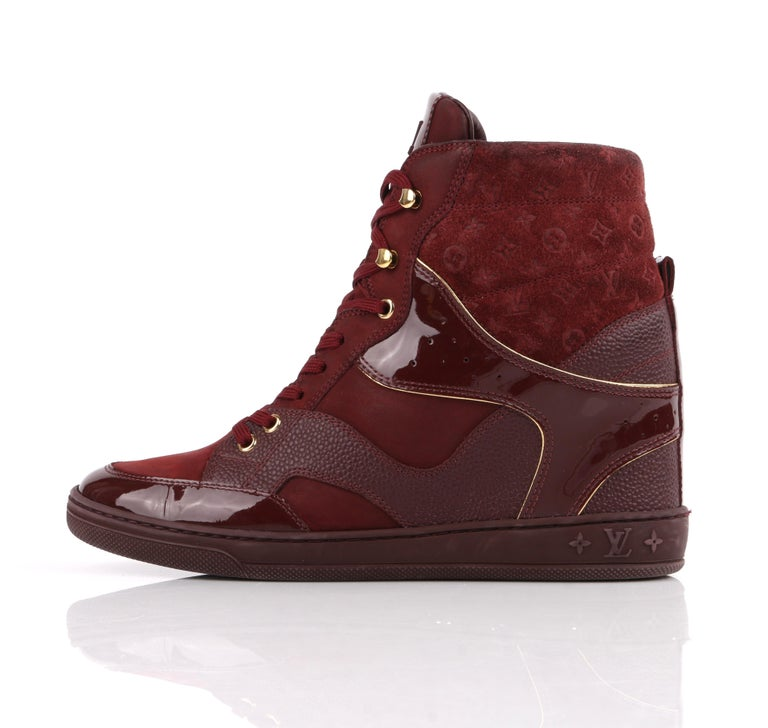 LOUIS VUITTON c.2014 Burgundy Bordeaux Monogram Suede Cliff Top Wedge Sneakers In Good Condition For Sale In Thiensville, WI