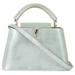 LOUIS VUITTON Capucines Shoulder bag in Silver Leather