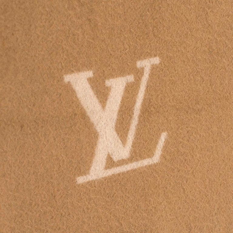 Louis Vuitton Cashmere Camel Scarf In Excellent Condition In London, GB