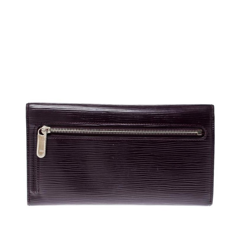 Stylish wallets are a closet must-have! This Eugenie wallet from the house of Louis Vuitton has been crafted from classic Epi leather in France. It has been styled as a trifold with a push-lock flap that opens up to a leather interior housing