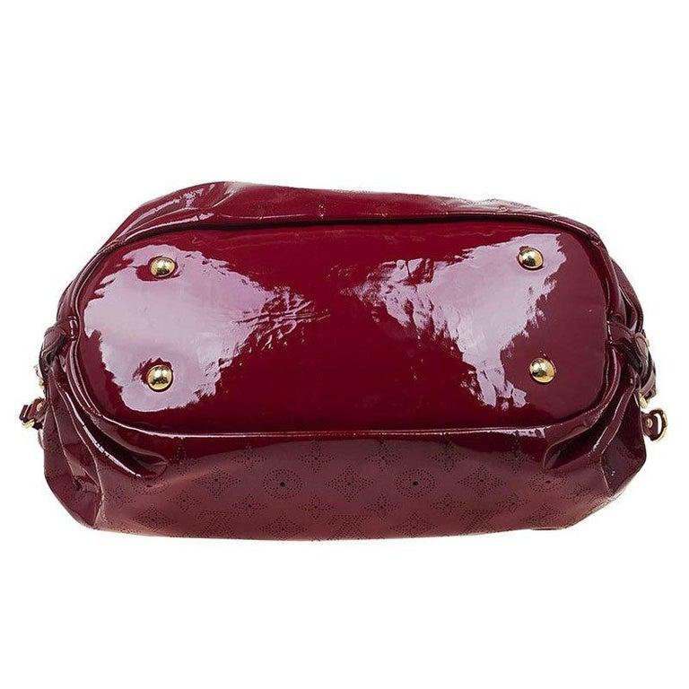 aa5a57fd4e93c Louis Vuitton Cerise Monogramm Lackleder Surya L Beutel im Angebot ...