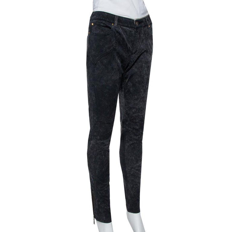For days when you want to dress casually, this pair of Louis Vuitton jeans will be just right. Made from a cotton blend, the charcoal grey jeans feature belt loops, five pockets, and a front zip-button closure. The pair offers a tapered fit.