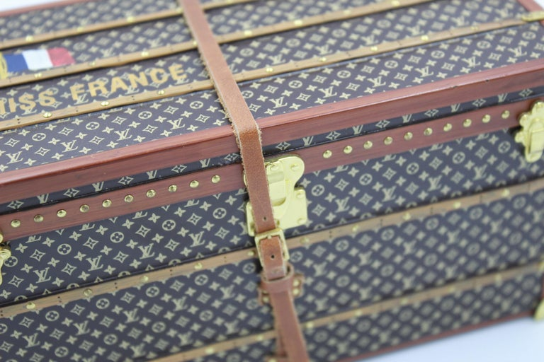 Women's or Men's Louis Vuitton Collectible Small Paperweight Miss France Mini Trunk For Sale