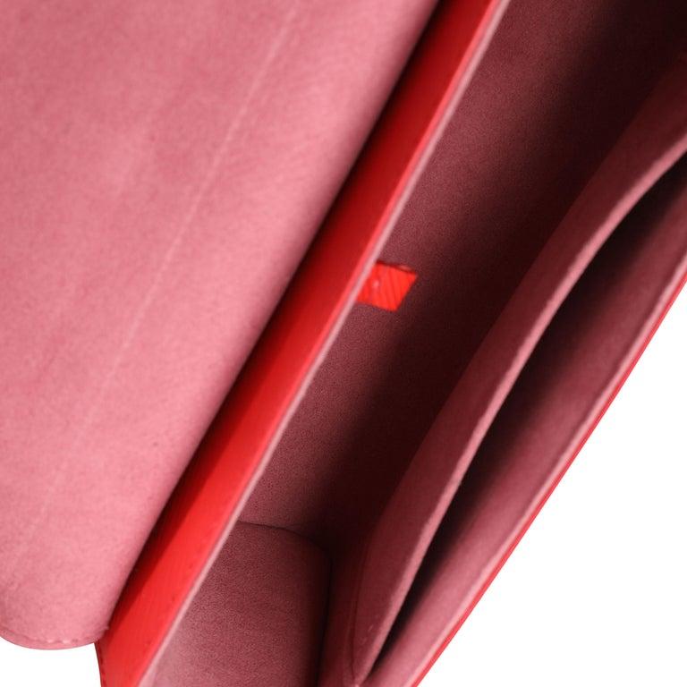 Women's Louis Vuitton Coquelicot Epi Leather Twist Chain MM For Sale
