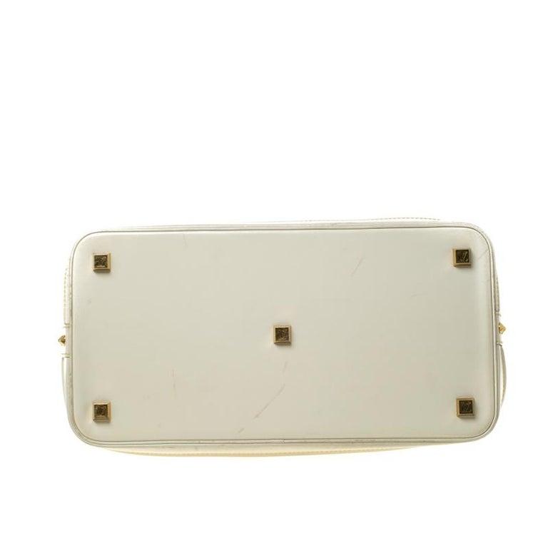 Women's Louis Vuitton Cream Suhali Leather Lockit GM Bag For Sale